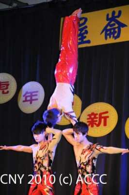 Acrobats from Hunan - photo by John Ling